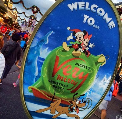 mickeys-very-merry-christmas-party-sign-andy
